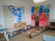 """""""Ufos"""" (links im Bild) und """"Stadtameisen"""", 2013, Acryl auf Leinwand, jeweils 200 x 200 cm"""